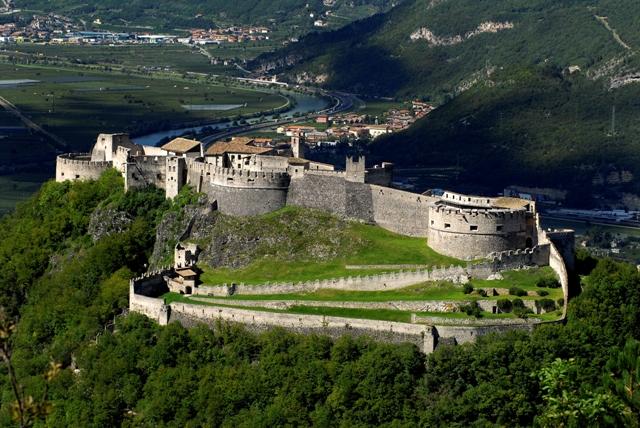 castel beseno-Castelli e vigneti