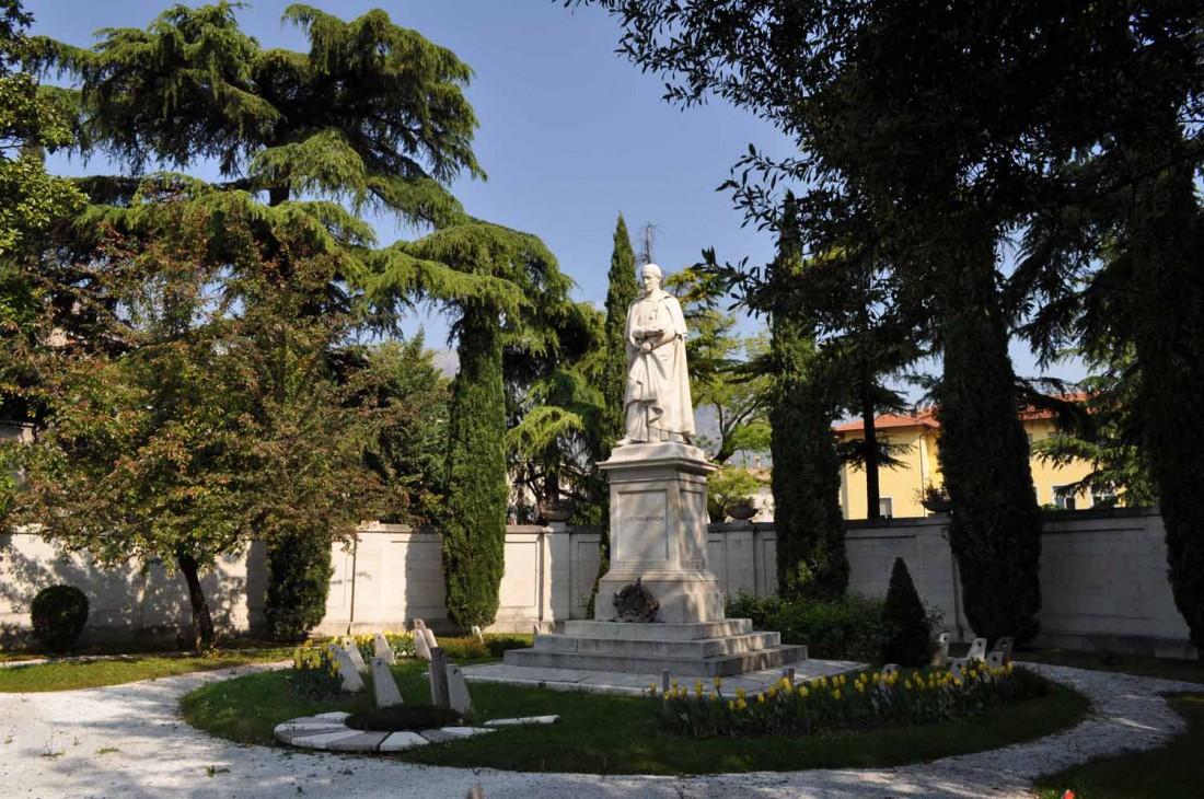Casa-Rosmini-statua-22-visitrovereto