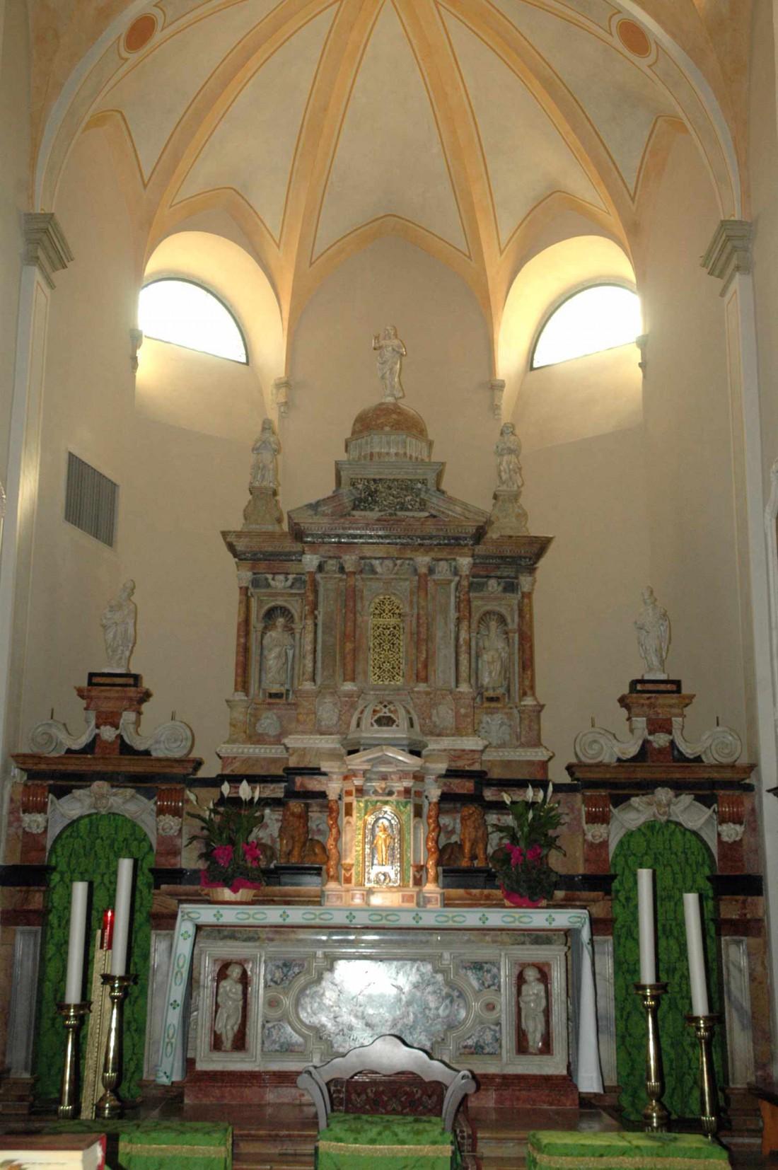 Altare-Chiesa-S.-Pietro-e-Paolo-Brentonico-DI-visitrovereto