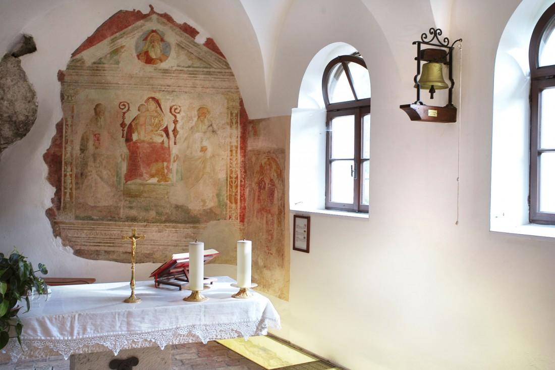 Altare-e-affrecsh-Eremo-S.-Colombano-DL-visitrovereto
