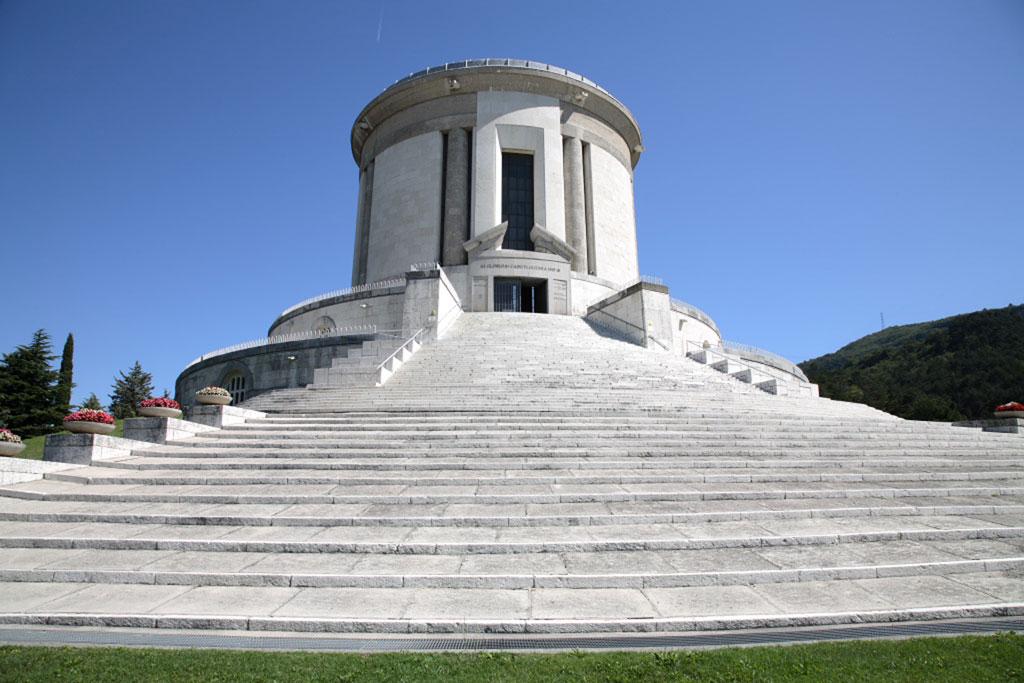 guerra e memoria-Sacrario monumentale di Castel Dante