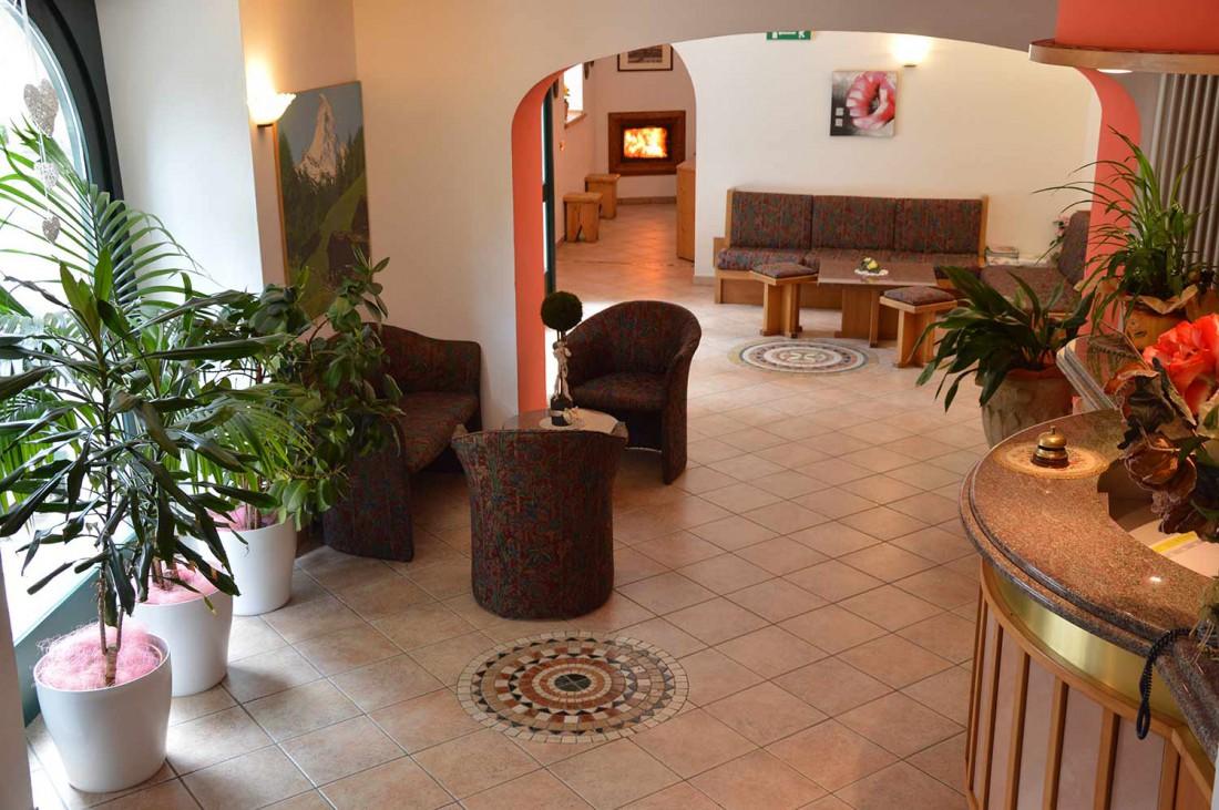 Hotel-Neni-hall