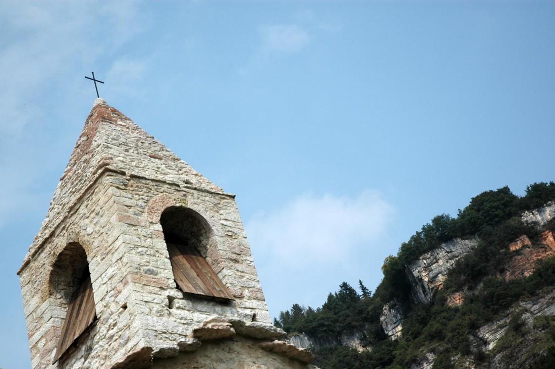 dettaglio-campanile-Chiesa-S-Agata-Corniano-DI-visitrovereto