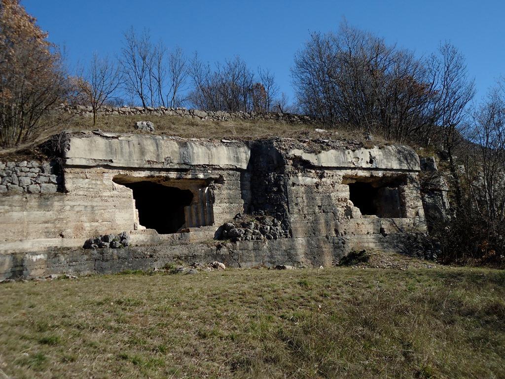 Postazioni di artiglieria sul Monteghello