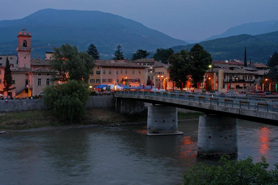 Un borgo e il suo fiume