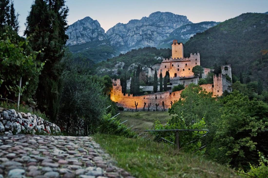 Tramonto Castello Avio_Trentino MArketing_foto di Tommaso Prugnola