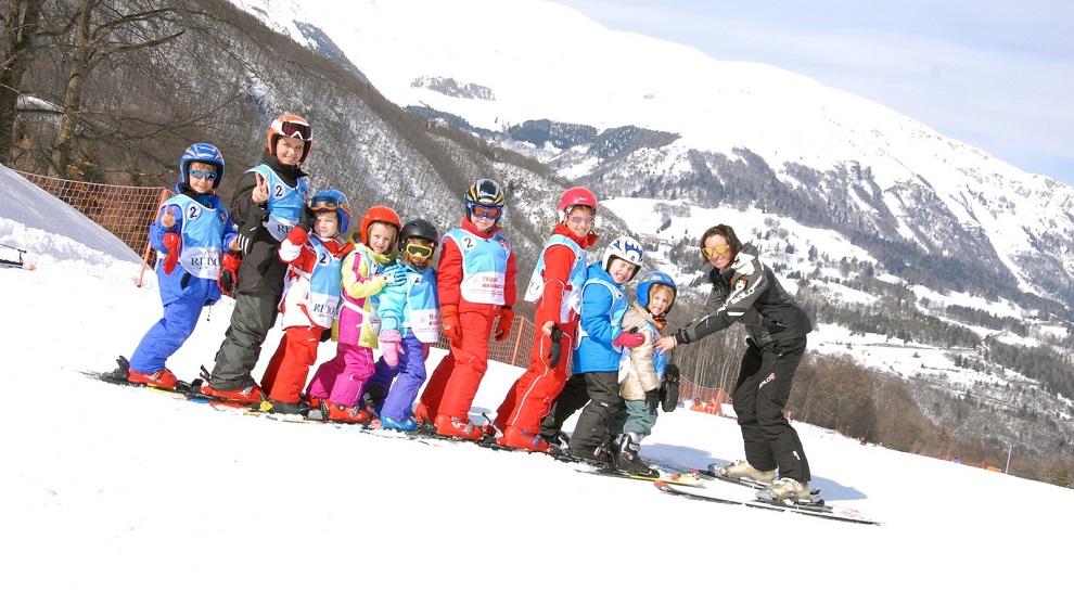 Allievo della Scuola Sci Monte Baldo durante una lezione sulle piste del Parco Naturale Locale del Monte Baldo