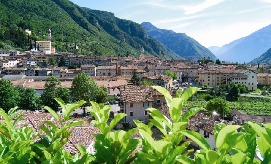 Una vista del borgo barocco di Ala, conosciuto anche come la