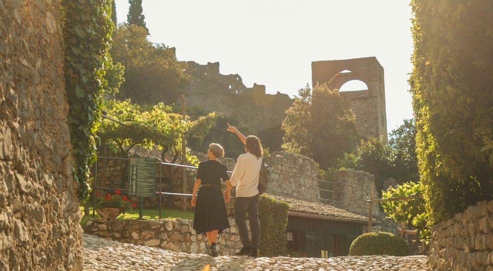 Castello di Avio in autunno tra Vigneti e Castelli in Vallagarina_