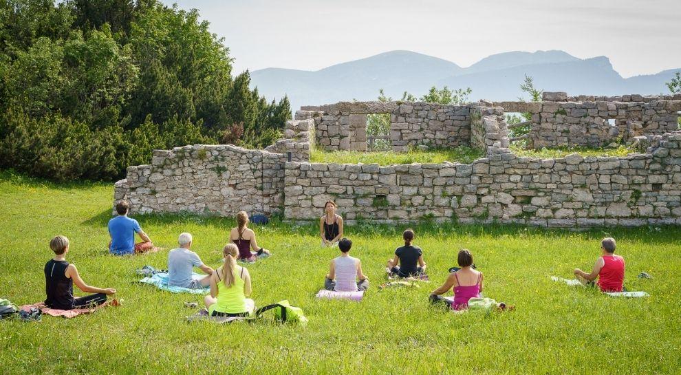 yoga all'alba in montagna - Monte Zugna - Foto di Graziano Galvagni (2)