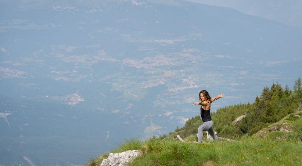 yoga all'alba in montagna - Monte Zugna - Foto di Graziano Galvagni (6)